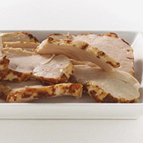 Emincés de filet de poulet cuit rôti tranché